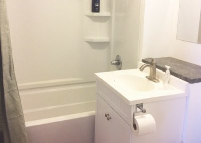 Rossland_Inn_bathroom